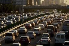 wie viele warnwesten im auto deutschland autoabsatz in china zieht kr 228 ftig an wirtschaft