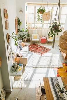 pflanzen deko wohnzimmer wohnzimmer im boho look mit kelim teppich pflanzen und