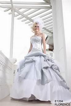 robe de mariée grise et robe de mariee blanche et grise