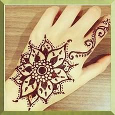 Kumpulan Mewarnai Sketsa Gambar Henna Simple Desain