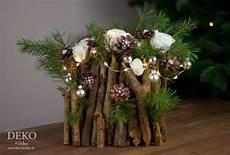 diy weihnachtsdeko basteln adventsgesteck mit zweigen