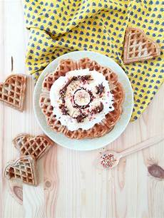Waffeln Ohne Butter Mit Bananen Nutella Topping Rosy Grey