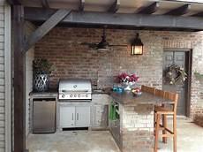 outdoor küche gemauert gemauerte au 223 enk 252 che mit barhocker grill und k 252 hlschrank garten garten k 252 che outdoor k 252 che