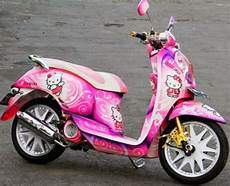 Scoopy Modif Vespa by Modifikasi Honda Scoopy Airbrush Hello Kity Hello