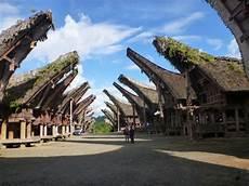 turisti per caso indonesia tipiche abitazioni toraja viaggi vacanze e turismo