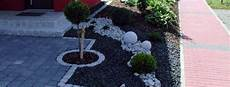 Garageneinfahrt Gestalten Kies - front garden and driveway design practical garden design