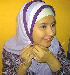 28 Inspirasi Style Model Jilbab Terusan