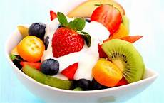 Obstsalat Mit Joghurt - summer fresh fruit salad with low yoghurt wheyless