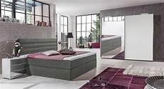 schlafzimmer komplett mit aufbauservice ger 228 umiger wei 223 er schwebet 252 renschrank mit spiegelfl 228 chen