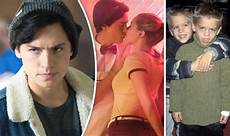 Cole Sprouse Freundin - who is cole sprouse age height lili