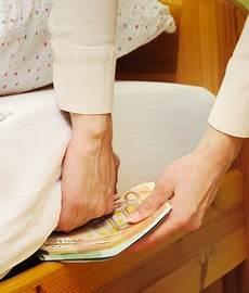 geld zuhause lagern sparer lagern geld zuhause finanznachrichten auf