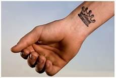 Handgelenk Mann - small tattoos on wrist