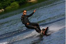 surfbrett mit motor surfen ohne wellen ganz einfach mit motor richtigteuer de