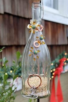 basteln mit flaschen recycled glass bottle bird feeder garden recycled
