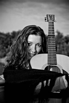 Singer Songwriter Blues Country Mit Novak Und