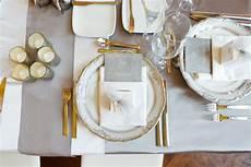 tisch decken besteck den tisch richtig decken regeln und dekotipps f 252 r die servietten