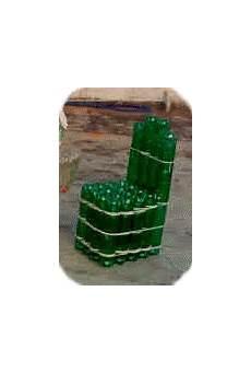 silla con botellas de plastico
