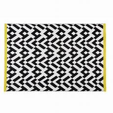 tapis graphique noir et blanc 140x200cm maisons du
