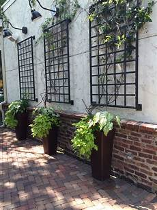 garten wand verkleiden wonderful idea to dress up blank wall outside jardin