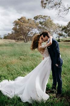 60 creative wedding poses to try