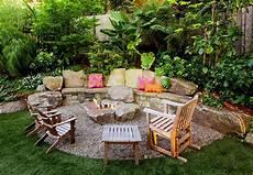 Sitzecke Garten Gestalten - behagliche sitzecken im garten definieren freshouse