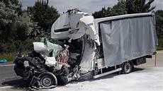 ein toter bei unfall mit gefahrgutlaster a10 teilweise