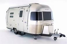 fahrradträger wohnwagen heck airstream 534 der kompakte reisewagen mit bestem komfort