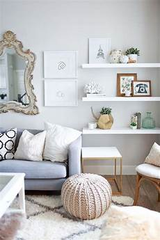 wohnzimmer regale design 10 ways to work with floating white shelves
