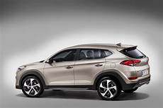 hyundai tucson versions hyundai details new 2016 tucson gets 7 speed dct and 5