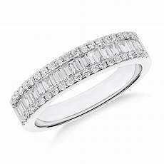 and baguette diamond wedding ring in 18k white gold