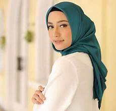 Gaya Segi Empat Simple Untuk Remaja Jilbab Voal