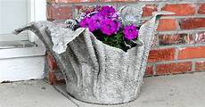 Easy Diy Concrete Planter Hometalk
