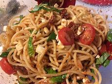 rezepte mit pesto spaghettisalat mit pesto und mozzarella tillynilson