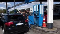 tanken in italien spritpreise im ausland hier tanken urlauber billiger
