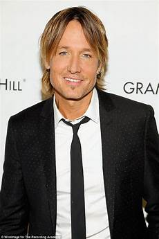 keith urban appears to have dyed his hair again daily