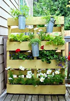 pot de fleur en palette 1001 tutoriels et id 233 es pour fabriquer une jardini 232 re en