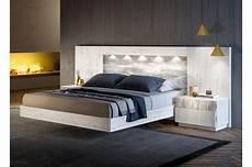 lit adulte design en bois blanc pour chambre adulte
