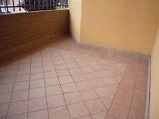mattonelle per terrazzi esterni prezzi piastrelle balcone esterno
