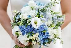 Brautstrauß Mit Hortensien - ideen f 252 r einen brautstrauss in blau friedatheres