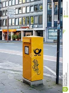 deutsche post dhl briefkasten in der stadt