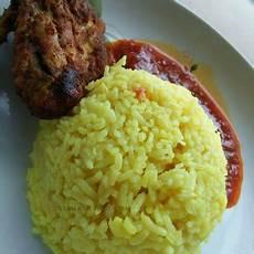 Resepi Nasi Kuning Bersama Ayam Berempah Dan Sambal Tumis
