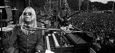almond brothers band my cross to gregg allman s memoir the new york times
