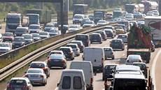 Laster Unfall Auf A3 Bei Frankfurt Tonnenweise