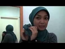 Cara Memakai Jilbab Kerudung Silang Bunga Sing Exbelo
