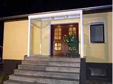 vordach mit licht vordach pflegeleicht stabil g 252 nstige standardma 223 e
