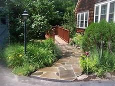 gartenwege gestalten naturstein naturstein gartenweg br 252 cke vorgarten gestalten garten gartengestaltungsideen und gartenweg