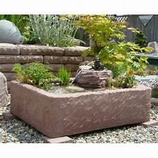 miniteich mit wasserspiel minteich wasserspiel brunnen wasserpflanzen pumpe frostfest
