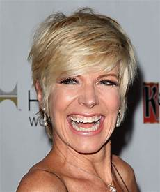 debbie boone hairstyles debby boone short straight casual hairstyle blonde hair color