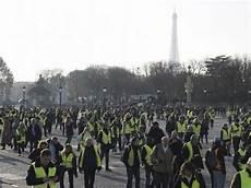 blocage 17 novembre lyon en direct suivez la manifestation des quot gilets jaunes