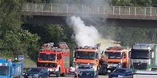 Sperrung A7 Heute - feuer auf a7 f 252 hrerhaus eines lkw steht in flammen